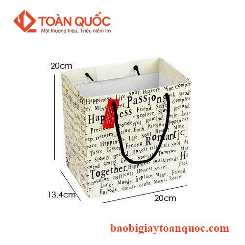 túi giấy đựng quần áo giá tốt, tuigiaydungquanaogiatot