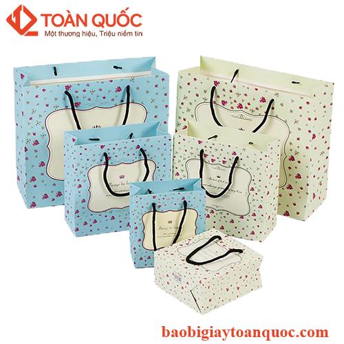 in túi giấy đựng quần áo giá rẻ, intuigiaydungquanaogiare
